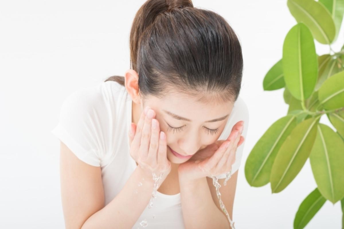 水 の 炭酸 仕方 洗顔